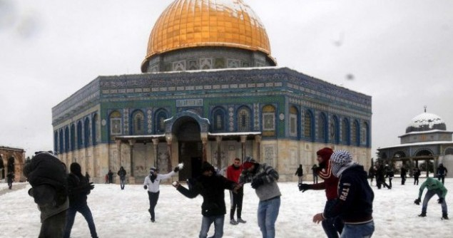 israel-jerusalem-dome-of-the-rock-snow-fight-january-2013