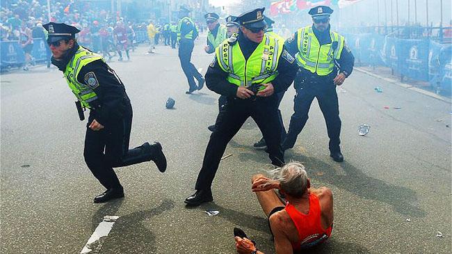 Boston_bomb_police_2537192b