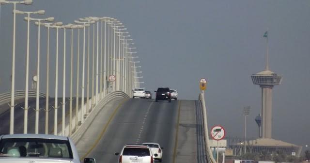 King Fahd Causeway travelling from Bahrain towards Umman Na'san Island Bahrain - Saudi Border Post